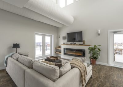 Q_Penthouse_Couch_Fireplace_TV_two_terraces