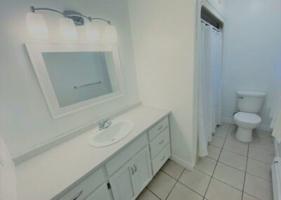 16 Bathroom2 (2)
