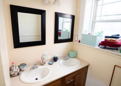 16 Middle Unit Bathroom (2)